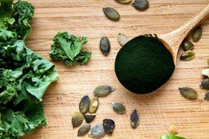 理想的な栄養バランスを誇る スピルリナとは?