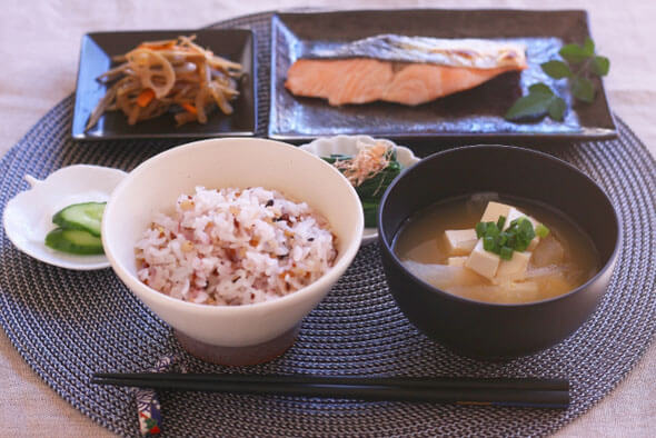 【対策1】日本食を意識した献立にする