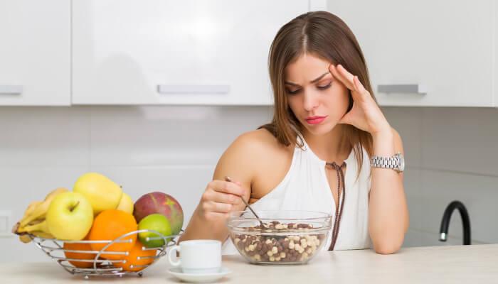 ストレスは食欲不振と過食に影響する?